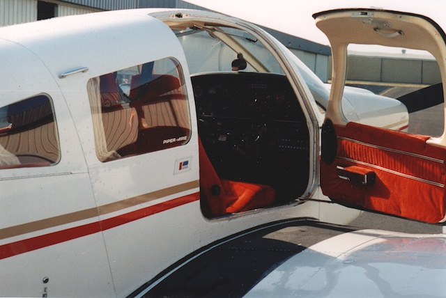 N2535U 1980 Piper Archer II Interior