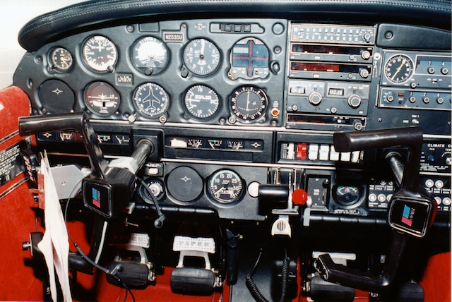 N2535U 1980 Piper Archer II Panel